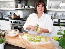 Bucatari celebri: Ina Garten te invata sa prepari un desert racoritor de weekend: chec cu iaurt si l