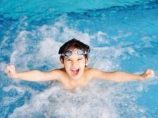 Activitati de vacanta pentru copil: 6 motive pentru care merita sa il inscrii la inot