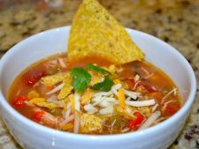 Incanta-ti oaspetii cu o supa de avocado cu chipsuri tortilla
