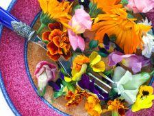 Florile, din gradina direct in farfurie. 4 retete ingenioase cu flori comestibile