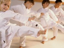 Activitati de vacanta pentru copil: 5 motive pentru care sa il inscrii la arte martiale