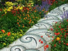 Mozaicul din gradina. Iata cat de original poti pava aleile!
