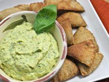 humus cu busuioc