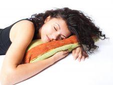 Metode eficiente de a dormi bine vara. Tu stii cum sa combati canicula?