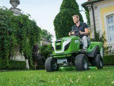 tractor tuns iarba