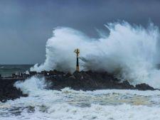 Specialistii prevestesc apocalipsa: valuri uriase si canicula extrema