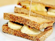 Rapid, gustos si sanatos: Sandviciuri preparate din cate doua ingrediente