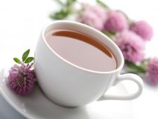 Beneficiile ceaiului de trifoi rosu, planta care te scapa de raceala, gripa si mai ales de...