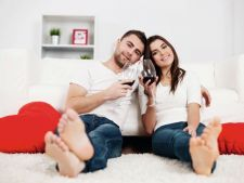 Ce-si doresc femeile de la barbati: sa fie romantici si priceputi la...