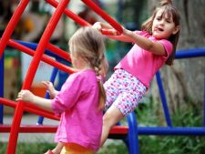 6 masuri obligatorii pentru siguranta copilului la locul de joaca