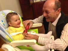 Traian Basescu, bunic pentru a doua oara! Fiica cea mare a presedintelui a nascut