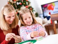 In asteptarea Craciunului: 3 decoratiuni de brad pe care le pot face copiii