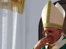 Ce face Papa Francisc noaptea. Iese pe furis din Vatican si...
