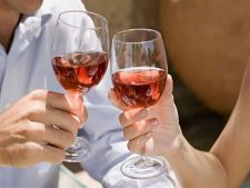 4 boli de care te fereste vinul. Iti vine sa crezi?