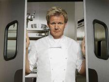 Gateste cu Gordon Ramsay chiftelute de porumb cu sos picant