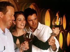 Vrei sa bei cel mai bun vin de sarbatori? Afla ce crame trebuie sa vizitezi, in apropierea zonei in