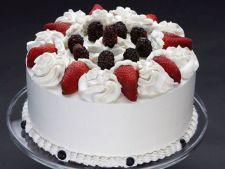 Tort afrodisiac, cu fructe de padure si frisca din belsug