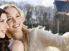 Selfie-uri sau fotografii cu mancare: ce iti face prietenii mai fericiti in retelele sociale?