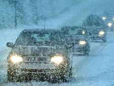 Romania, sub zapada: curse aeriene anulate, localitati fara curent, trenuri intarziate