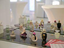 Cum devin parfumurile sursa de inspiratie in arta