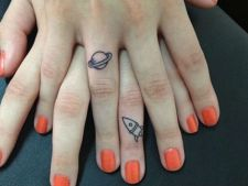 tatuaj deget