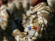 Soldatii NATO, ingrijiti pe front cu dezinfectanti diluati