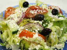 salata mediteraneeana in stil grecesc