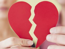 4 zodii care nu stiu cum sa treaca peste un esec in dragoste