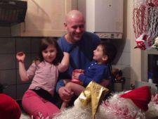 Romanul ai carui copii au fost dati unei familii de gay vrea sa conteste adoptia
