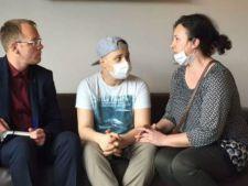 Povestea elevului premiant diagnosticat cu o forma rara de cancer, salvat de 9.000 de romani. Il mai despart doua luni de vindecare!