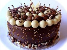 Tort cu ciocolata si nuca pentru Sfanta Maria