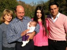 Traian Basescu da din casa! Ce avere au de impartit Eba si Sida si de cand au aparut problemele in Paradis