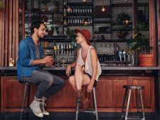 6 intrebari indiscrete pe care TREBUIE sa le pui la prima intalnire