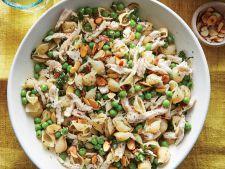 Salata de paste cu ierburi aromatice si pui