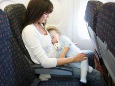 bebelus avion