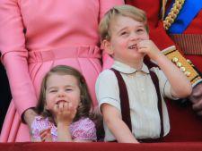 Printul George, un strengar in toata regula. Printesa Charlotte, leita Kate Middleton VIDEO