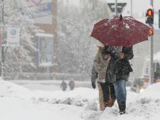 Trenuri anulate, scolile – inchise din cauza ninsorilor. De cand nu a mai nins la sfarsitul lui martie
