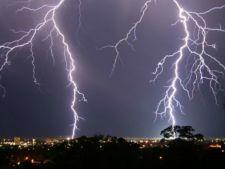 Furtuna a facut ravagii in Romania! Inundatii, copaci doborati si un om ucis de trasnet