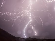 Avertizare meteo! Vijelii si ploi torentiale in weekend