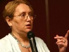 Renate Weber vine in ajutorul democratiei din R. Moldova