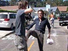 Sean Penn loveste un fotograf