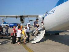 549876 0812 pasageri scara avion
