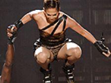 Jennifer Lopez cade pe scena