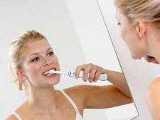 Sangerarea gingiilor, un pericol pentru dinti