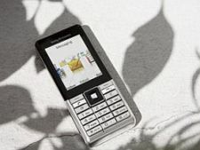 Sony Ericsson J105 Naite GreenHeart Review
