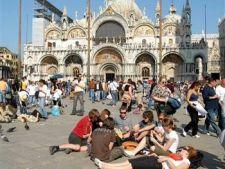 641355 0901 tourists europe