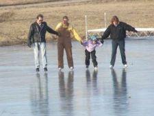 592606 0901 ice skate