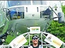 elicopter pe umeri
