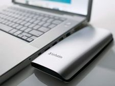 Verbatim-Portable-HDD_Silver_Laptop