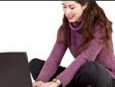 femeie la calculator